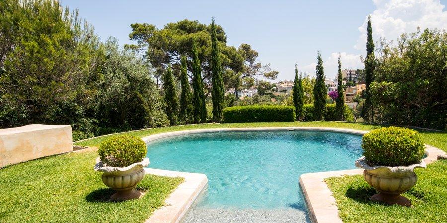 Fantastiskt lanthus i Genova med härlig trädgård