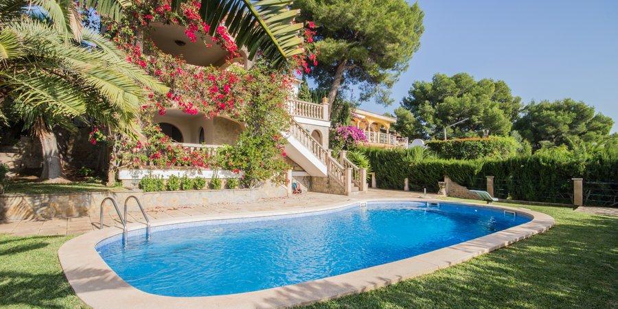 Impresionante villa con vistas al mar y piscina en Portals Nous