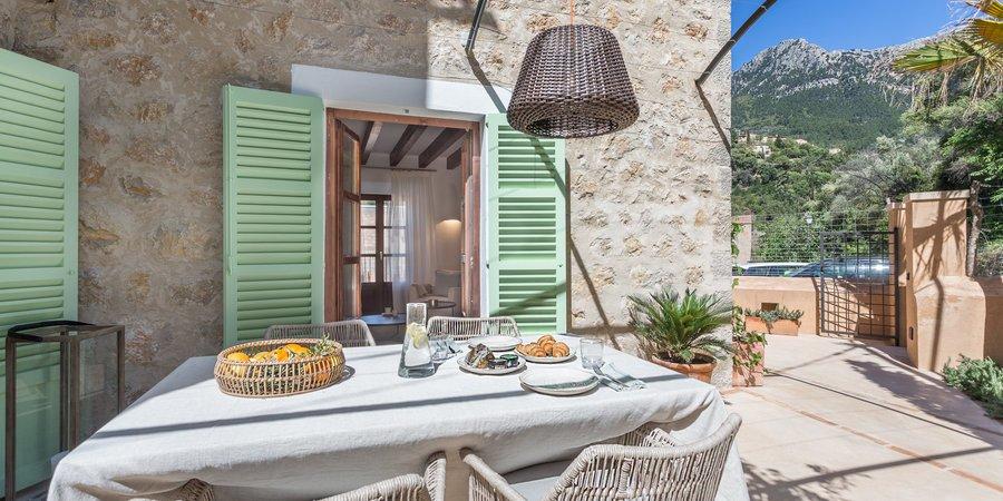 Casa de pueblo moderna de tres dormitorios en Deià
