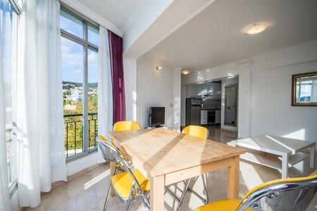 Nyrenoverad lägenhet i Portals Nous nära hamnen och stranden