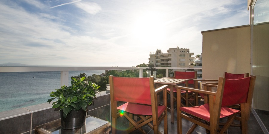 Great apartment with a large terrace and fantastic sea views