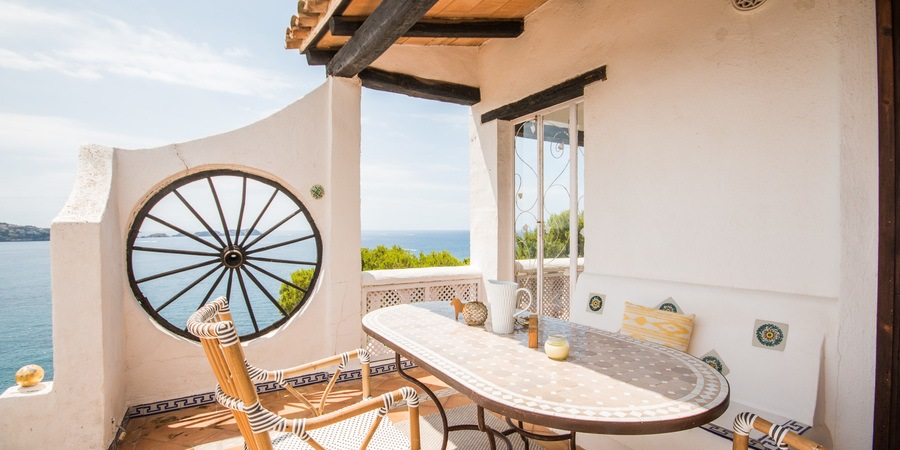 Penthouse with top class sea views and terrace in Cala Fornells