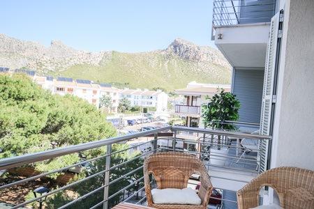 Strandnära lägenhet med vacker utsikt över bergen
