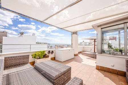Modern townhouse with roof terrace, pool and parking in Molinar
