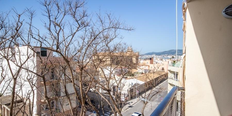 Strandnära lägenhet att renovera med havsutsikt och balkong i populära Portixol