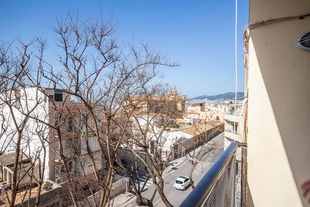 Apartamento con vistas parciales al mar para renovar en el area famoso de Portixol