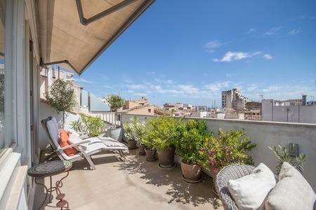 Eckduplex-Apartment mit einer schönen Terrasse in Santa Catalina