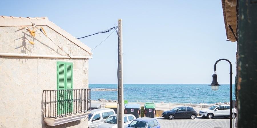 Nyrenoverad studiolägenhet vid strandpromenaden i Portixol