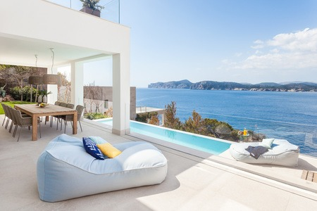 Spectacular first line villa in Santa Ponsa