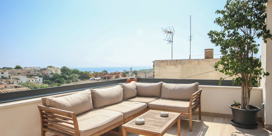 Top renovated house with roof terrace and sea views in  Genova