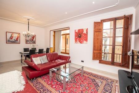 Lyxig och rymlig lägenhet i Gamla stan