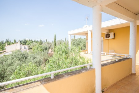 Spacious villa with pool and large garden in Sáranjassa