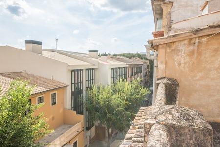 Takvåning med terrass att renovera på gågata i gamla stan