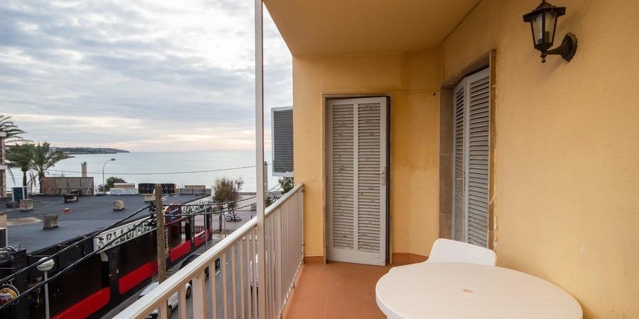Apartment am Strand mit Balkon und Meerblick in Arenal