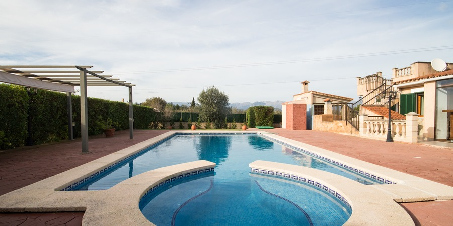 Nice villa with pool and tourist license outside Biniali