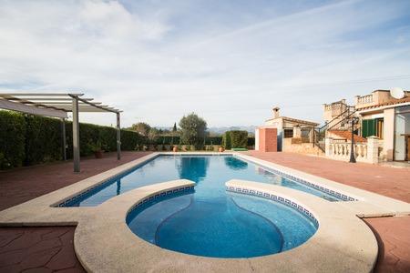 Bonita villa con piscina y licencia turística en Biniali