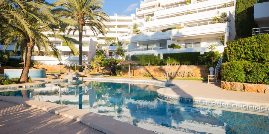 Apartment with large terrace and sea view in very popular community in Puerto Portals