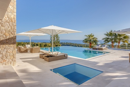 Exclusive villa with magnificent sea views in sought after Bendinat