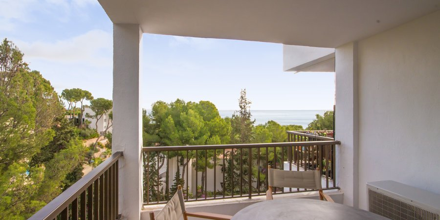 Lovely mordern apartment with sea views and a terrace in Illetas