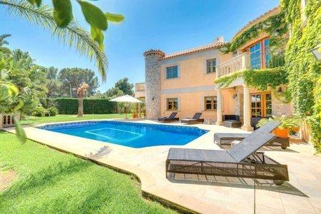 Stunning family villa with pool and garden in Sol de Mallorca
