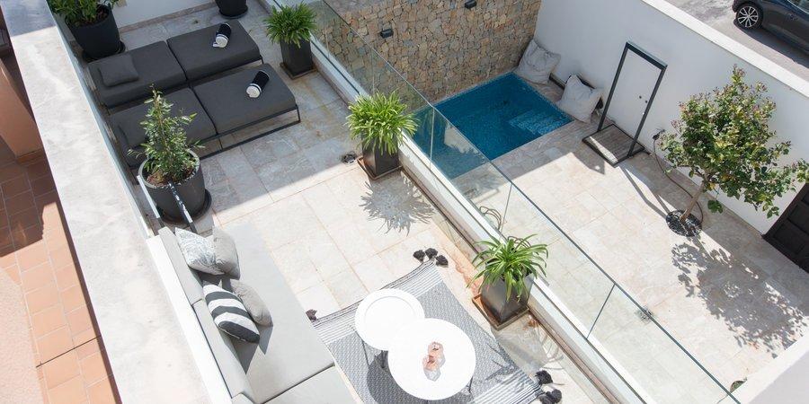Wunderschönes Stadthaus mit Dachterrasse und Pool im Herzen von Molinar