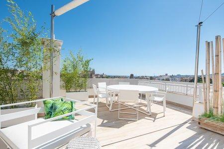 Fantastisch renoviertes Penthouse, geräumige Terrasse und wunderschöner Meerblick in Palmas Altstadt