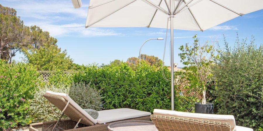 Apartamento recientemente renovado en estilo escandinavo con terraza propia en el popular Cas Catala