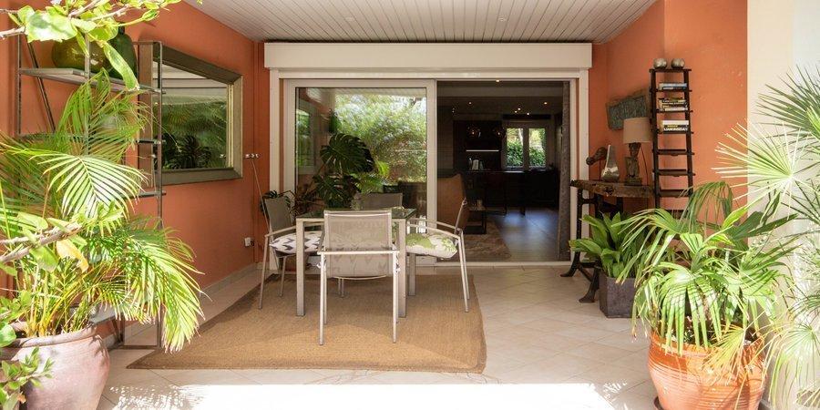 Stilfullt nyrenoverad lägenhet med privat terrass i Bendinat