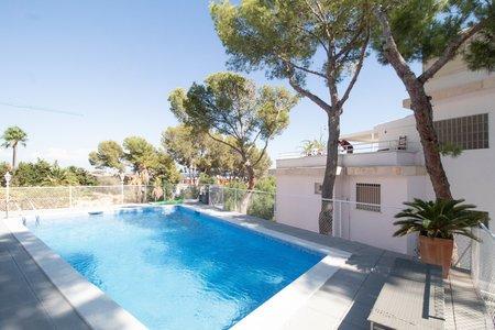 Stilvolle Wohnung mit Meerblick und Gemeinschaftspool in Cas Catala