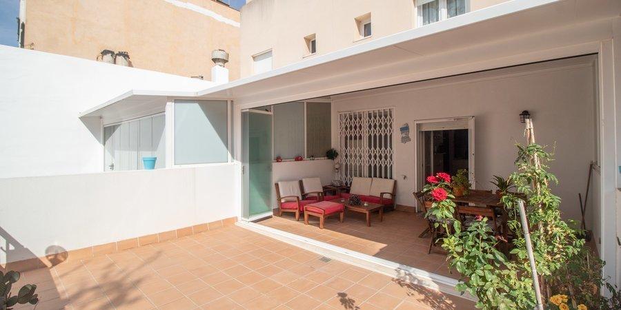 Preciosa casa adosada con jardín privado y terrazas en la azotea en Molinar