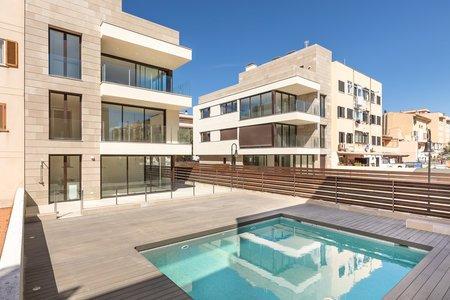 Hervorragendes neu erbautes Penthouse mit Pool und Parkplatz in Molinar