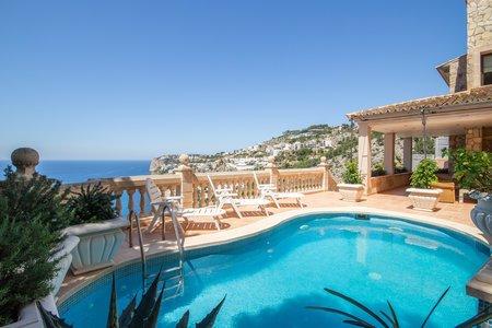 Fantastisk villa med pool och makalös havsutsikt i Cala Llamp