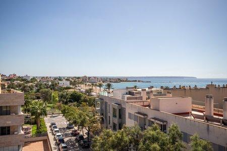 Härlig hörnlägenhet med terrass och havsutsikt i El Molinar