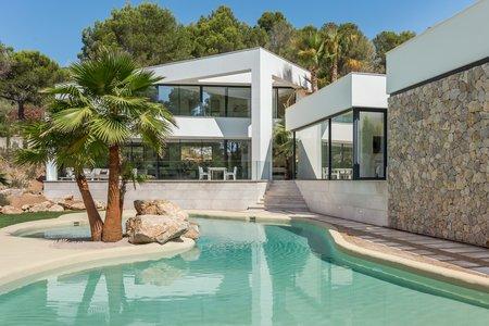 Lyxig designvilla med pool i Son Vida