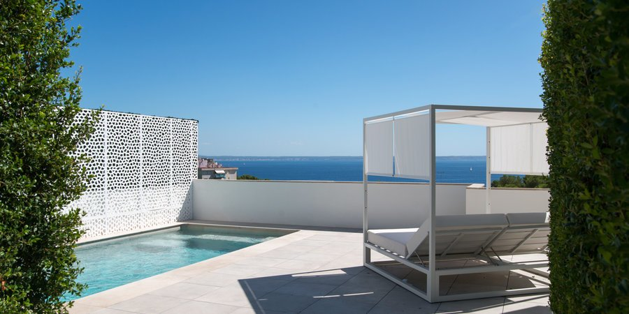 Impresionante ático con piscina privada e impresionantes vistas al mar en Cas Catala