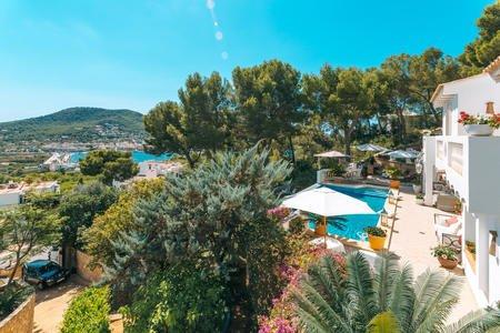 Hermosa villa con casa de huéspedes e increíble vista al puerto en Port Andratx