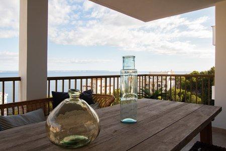 Stilfullt renoverad takvåning med stora terrasser och otrolig havsutsikt i Illetas