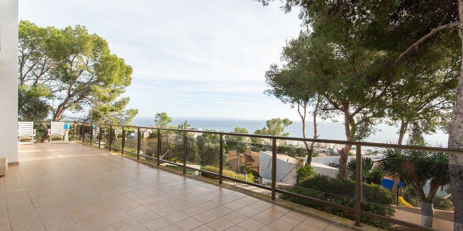 Espaciosa casa con un gran jardín y vistas al mar en Costa den Blanes