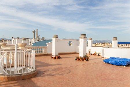 Ático con gran terraza y vistas al mar en Ciudad Jardín