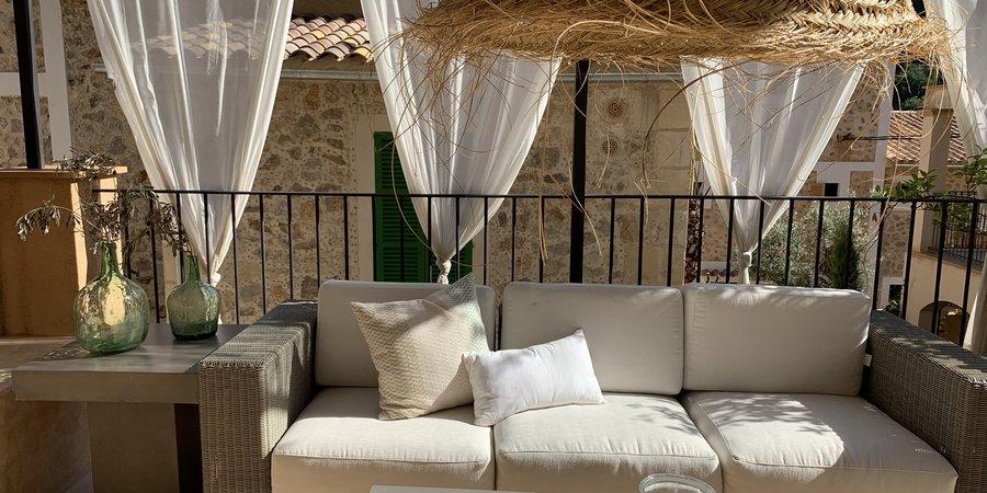 Precioso adosado nuevo de dos dormitorios en Deia