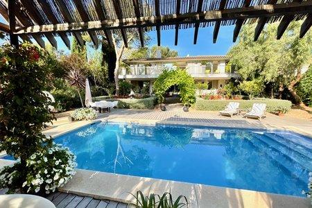 Elegante villa familiar con jardín maduro y piscina en Sol de Mallorca