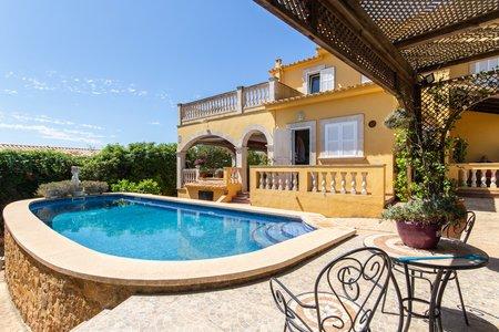 Preciosa casa con vistas piscina y jardín en Génova