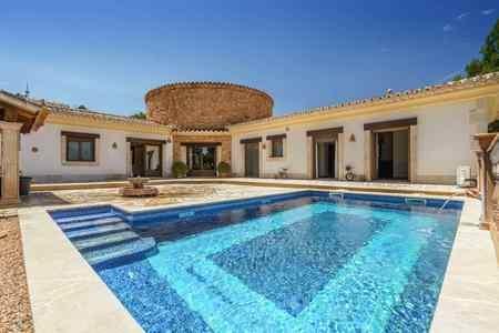 Maravilloso chalet con piscina en una zona tranquila de Santa Ponsa