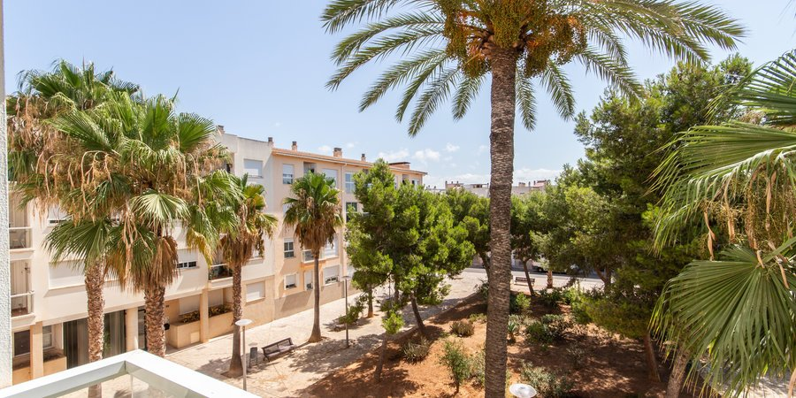 Luminoso apartamento con balcón y garaje a 50 metros de la playa en Molinar