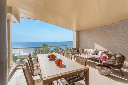 Apartamento con vistas al mar en primera línea de playa en Portixol